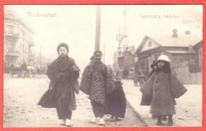 Фотооткрытка Владивосток. Японская семья.
