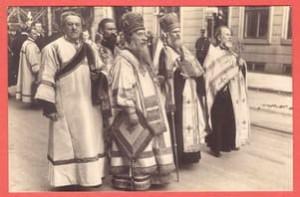 Старинная открытка Духовенство, совершавшее погребение